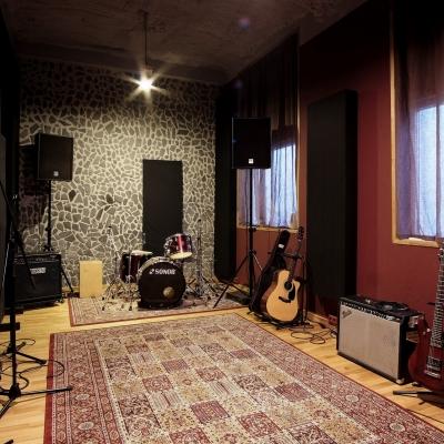 Live Room B